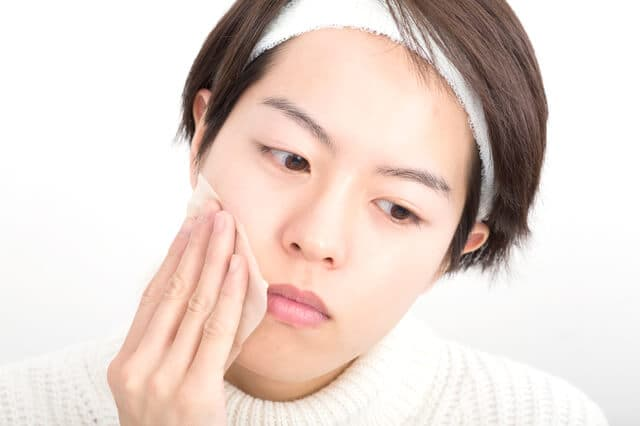 白い ぶつぶつ 顎