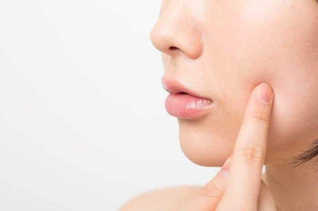 顔のタッピングマッサージの効果とやり方